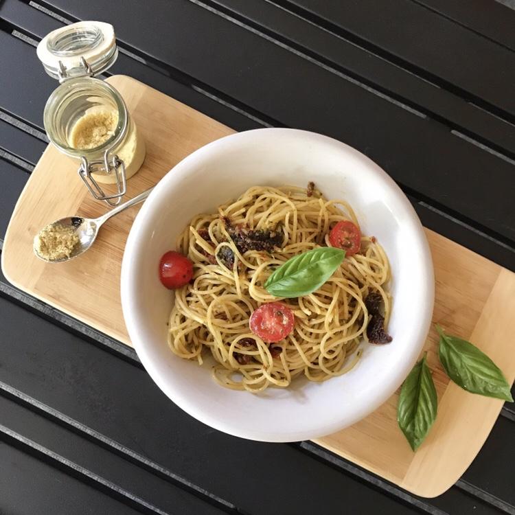 Spaghetti With Fresh Basil and Sun-dried Tomatoes (Vegan)
